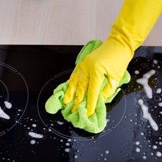Как очистить стеклокерамическую плиту специализированными и подручными средствами