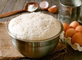 Можно ли хранить дрожжевое тесто в холодильнике и как это делать