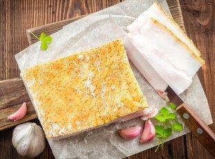 Как хранить сало дома: популярные способы и полезные рекомендации