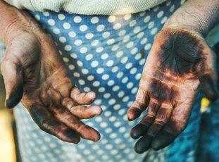Чем отмыть руки от маслят в домашних условиях: полезные советы и действенные методы
