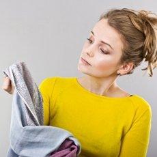 Чем отстирать замазку или корректор с одежды в домашних условиях