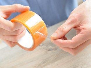 Чем оттереть скотч от пластика и других материалов