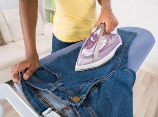 Как правильно гладить джинсы: полезные советы и маленькие хитрости