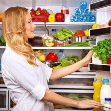 Как избавиться от неприятного запаха в холодильнике: проверенные средства