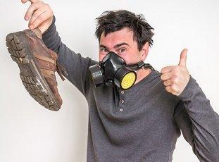 Как избавиться от запаха в обуви: 5 быстрых способов