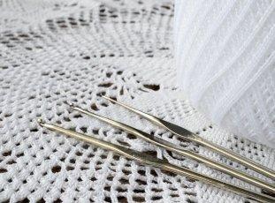 Как накрахмалить салфетку, связанную крючком