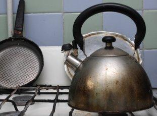 Как очистить чайник от накипи содой и другими средствами