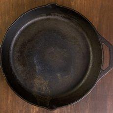 Как очистить чугунную сковороду от ржавчины в домашних условиях