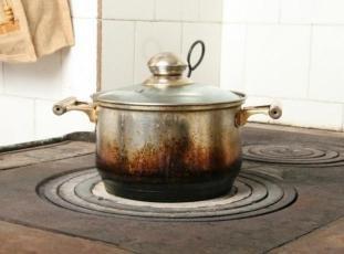 Как очистить кастрюлю от пригоревшего варенья или другой пищи