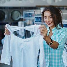 Как отбелить блузку, если она посерела или пожелтела