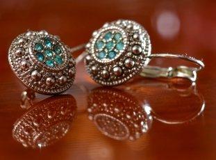 Как почистить серебряные серьги с камнями