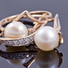Как почистить золотые серьги с камнями при помощи подручных средств