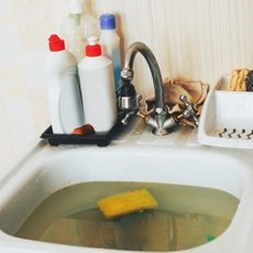 Как прочистить засор в трубе в домашних условиях