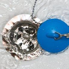 Как прочистить засор в ванне в домашних условиях доступными средствами и простыми методами