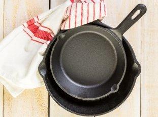 Как прокалить чугунную сковороду перед первым применением