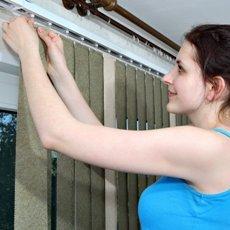 Как снять жалюзи с окна: инструкция по видам