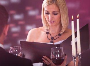 Как убрать воск от свечи с одежды