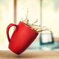 Как вывести пятно от чая на белых и цветных вещах?