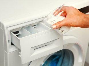 Куда засыпать порошок и заливать кондиционер в стиральной машине