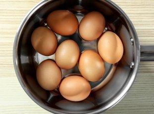 Сколько хранятся вареные яйца в холодильнике
